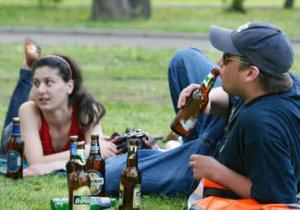 распитие спиртных напитков в общественных