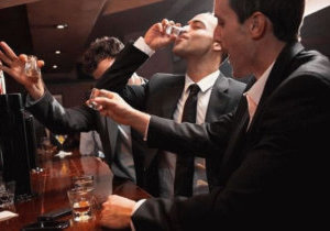Алкогольная интоксикация: виды, симптомы и лечение аномалии