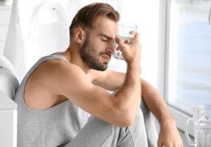 Причины, симптомы и терапия похмелья
