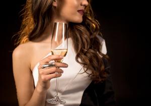 шампанское и женский организм, влияние шампанского, кормящая женщина и шампанское, воздействие алкоголя на организм младенца, влияние шампанского на кормящую мать