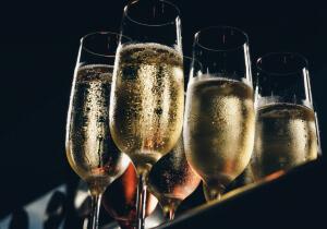Можно ли пить шампанское кормящим женщинам